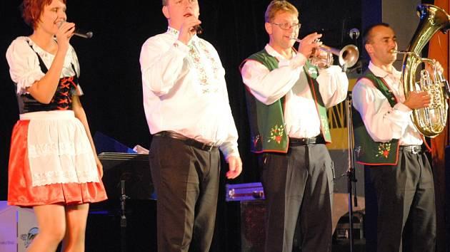 Za patnáct let si Vysočinka vydobyla slušné renomé jak díky kvalitní muzice, tak i energickému hernímu projevu.