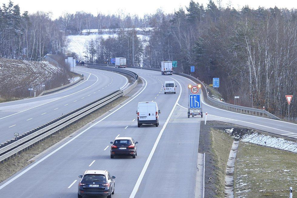 Na dálnici D1 se po zimní přestávce vrátili silničáři.