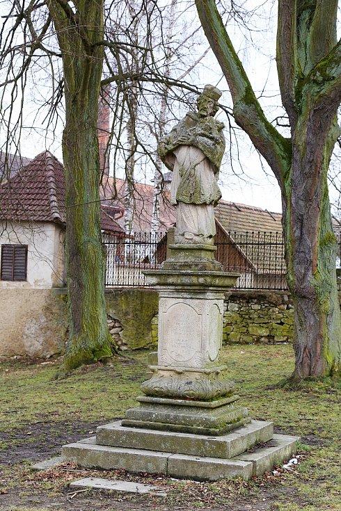 Nový Rychnov. Socha svatého Jana Nepomuckého