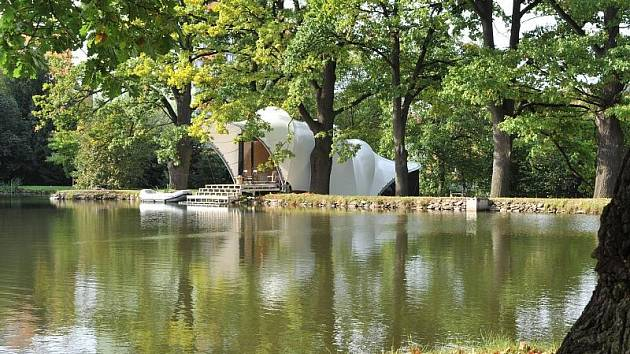 Nově vzniklý objekt na hrázi rybníka Másílko. Nádrž je od roku  1999 v soukromém vlastnictví a slouží k rekreaci.