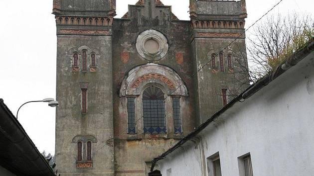 Židovská synagoga je svého druhu jediná ve střední Evropě. Pozoruhodné je také to, že jde o asyrsko–babylónskou architekturu.