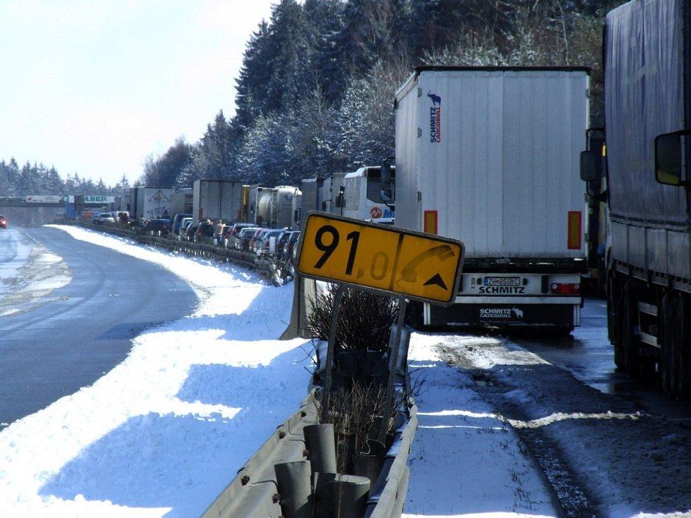 Situace na dálnici a v okolí Humpolce. Ve čtvrtek okolo dvanácté hodiny