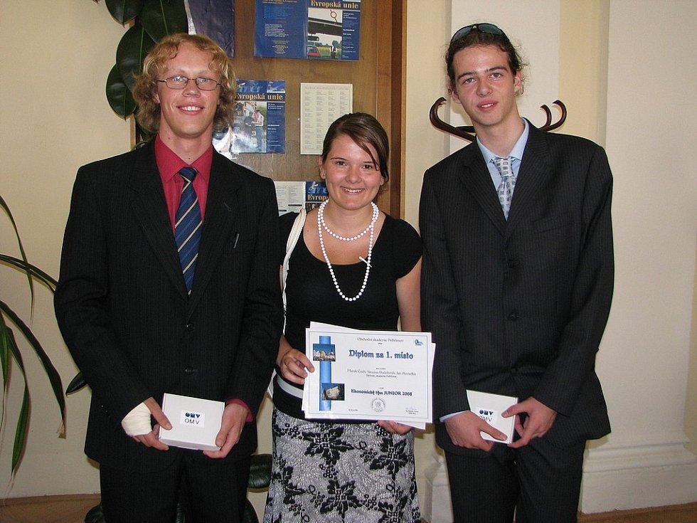 Nejlepšími nakonec byli Jan Peroutka, Simona Podobová a Marek Čech, kteří reprezentovali pořadatelskou Obchodní akademii Pelhřimov.