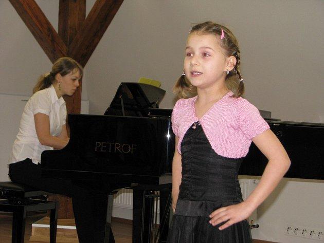 Humpolecká základní umělecká škola byla v úterý plná mladých zpěváků.