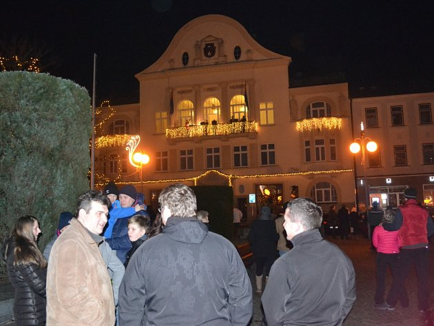 Žesťový kvintet opět zahrál z balkonu humpolecké radnice.