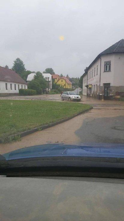 Přívalový déšť páchal škody také v obci Želiv na Pelhřimovsku.