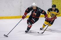Hokejisté Moravských Budějovic a Žďáru nad Sázavou v sobotu na body nedosáhli, takže se pořadí na prvních příčkách skupiny Jih II. ligy nemění.