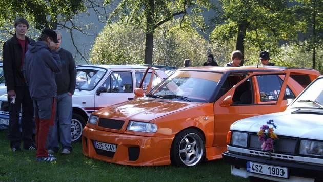 Pátého srazu majitelů vozů Škoda se v Želivě zúčastnilo téměř sedmdesát automobilů a některé vozy opravdu stály za zhlédnutí.
