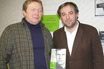 Svou knihu Jako bychom dnes zemřít měli, která vyhrála Knihu roku, zde představil její autor, publicista a básník Miloš Doležal (na snímku vpravo).