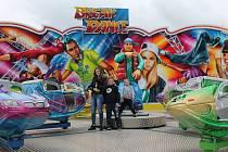 Rodina Ranglova do Sázavy přivezla i adrenalinovou atrakci s názvem Break dance (na snímku). Ta je vyhledávána především mladými lidmi.