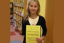 Monika Pechová v knihovně převzala cenu za svou pohádku O kouzelných botách.