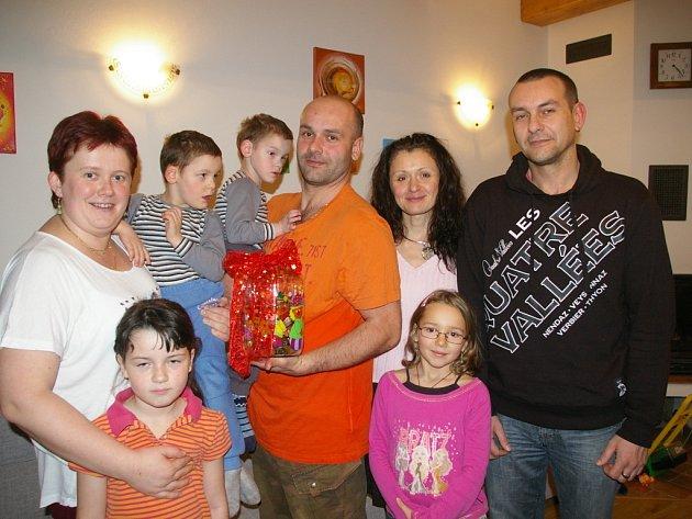 Vítek a František Hypšovi s rodinou