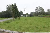 Pozemek se nyní vrací městu a dál zůstává součástí Průmyslové zóny Skrýšovská.