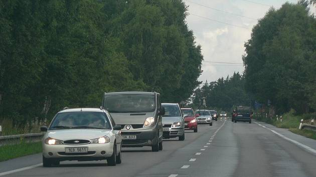 Kdo projížděl v sobotu Pelhřimovem, musel se obrnit notnou dávkou trpělivosti.