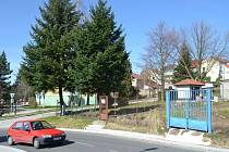 Na místě bývalé zahrádky vznikne park. Snímek zachycuje současný stav pozemku.