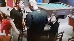 Policie hledá muže, který se popral před hospodou