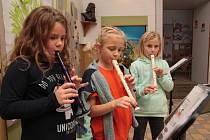 Adventní program začíná v Božejově tradičně ve škole.