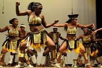 Skupina Spirit of Africa, kterou tvoří dvanáct studentů umělecké školy Bulawayo v Zimbabwe, přijela v rámci již sedmého turné po Evropě do Horní Cerekve.