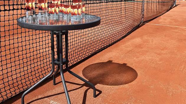 Tenisové kurty si neodpočinou ani v létě. V Pelhřimově a Humpolci se bude konat celá řada turnajů všech kategorií.