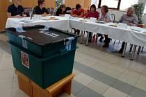 Volby v okrsku číslo 10 v Pelhřimově.