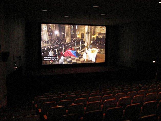 Pohřeb prezidenta Havla: Kino zůstalo skoro prázdné, lidé seděli u televize