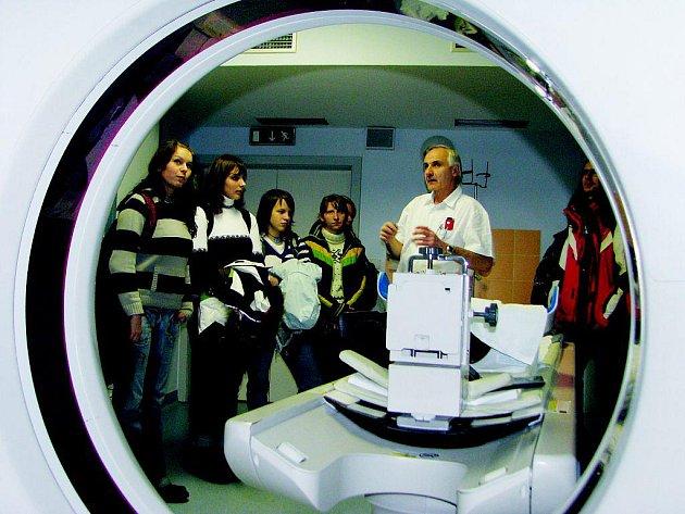 Případní zájemci o studium medicíny se přišli detailně seznámit s nemocnicí v Pelhřimově