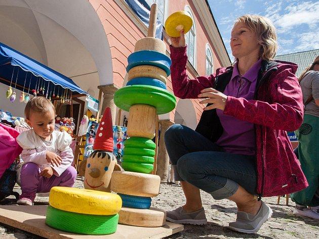 Hračkobraní, festival hraček z přírodního materiálu na zámku v Kamenici nad Lipou.