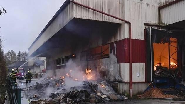 Požár skladové haly v Horní Cerekvi vánoční svátky nijak nepoznamená.