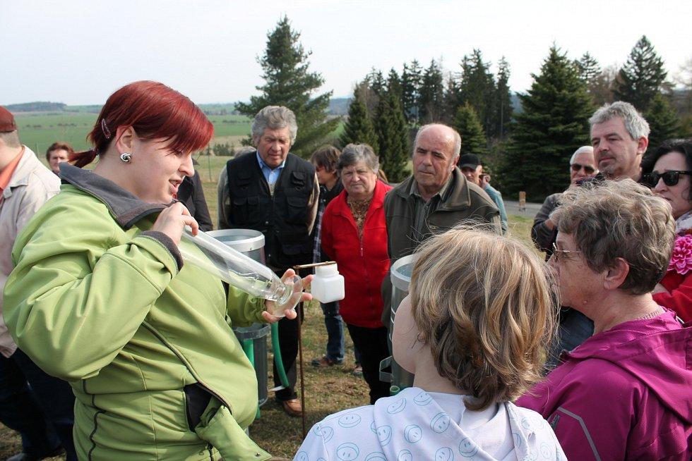 Lidé se od pracovníků observatoře v Košeticích dozvěděli mnoho zajímavostí o metodách meteorologických a klimatologických měření.
