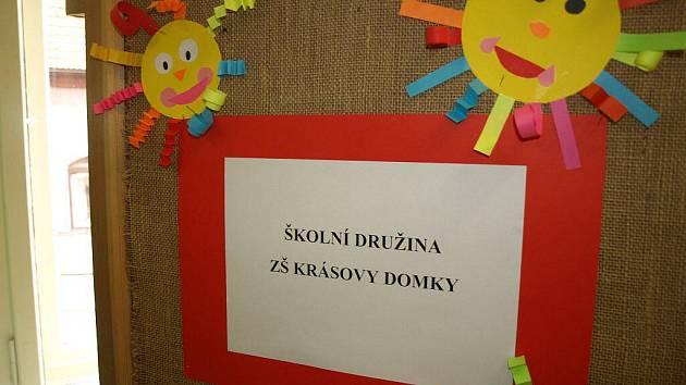 Městská knihovna v Pelhřimově v současné době hostí výstavu obrázků dětí z družiny pelhřimovské základní školy Krásovy domky.
