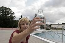 S kvalitou vody v humpoleckém koupališti Žabák  byla v pondělí Lenka Štípková spokojena.