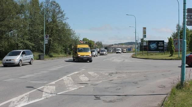 Křižovatka u bývalé celnice v ulici Myslotínská, na jejímž půdorysu nebo kousek výš má vzniknout kruhový objezd.