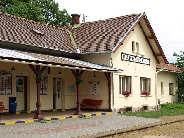 Vlakové nádraží v Kamenici nad Lipou v klání sází hlavně na svůj starobylý ráz.