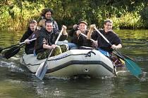Zima nezima, řeka se zamknout musí, a tak se pod hrází Malé přehrady u Želiva po roce opět potkalo osazenstvo nejméně dvaceti plavidel.