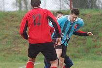 Fotbalisté Senožat nakonec body z Petrovic odvezli. O vítězství ale rozhodli až dvěma góly v posledních minutách.