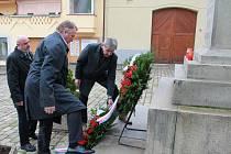 V Pelhřimově se lidé zastavovali u pomníku svatého Václava.