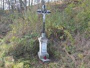 Kříž nedaleko Jiřic u Humpolce, který obnovilo Zelené srdce v roce 2016.