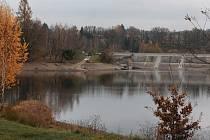 Odbahňování dna vodní nádrže Trnávka.