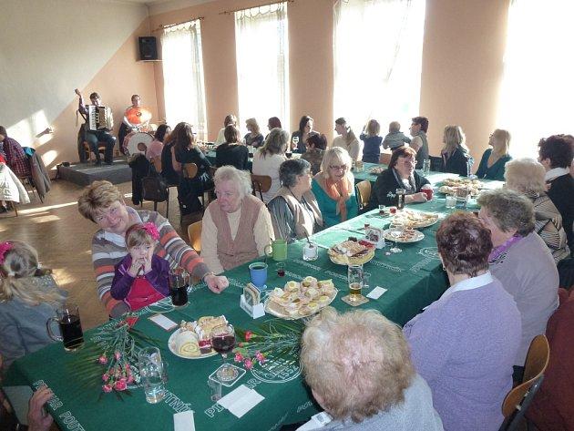 Oslavy nedělního Mezinárodního dne žen se nevyhnuly ani Petrovicím.