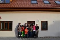 Už několik let vyráží děti z humpoleckého dětského domova na vánoční prázdniny do zrekonstruované chalupy v Křepinách.