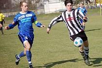 Pelhřimovští divizní fotbalisté získali v duelu s Vyškovem jen bod. Zápas skončil bez branek, marně se snažil prosadit i ostrostřelec Petr Liška (vpravo).