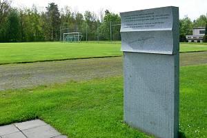 Fotbalový stadion v Kamenici nad Lipou nese jméno po herci Vlastavi Burianovi. Za války v městečku odpískal přátelské utkání.