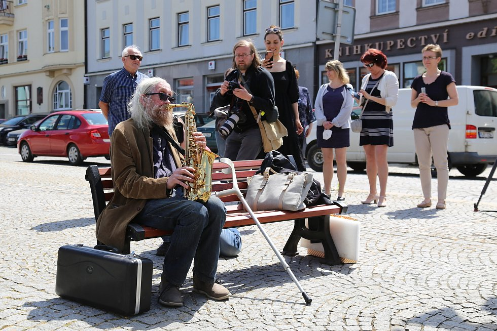 Na Horním náměstí v Humpolci mají Poesiomat, ze kterého proudí převážně básně, ale i krátké úvahy, próza či specifické zvuky.