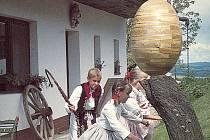 Dřevěná a cínem zdobená kraslice o výšce 104 centimetrů a váze 61,5 kilogramů dočasně asi na dva měsíce opouští pelhřimovské muzeum rekordů.
