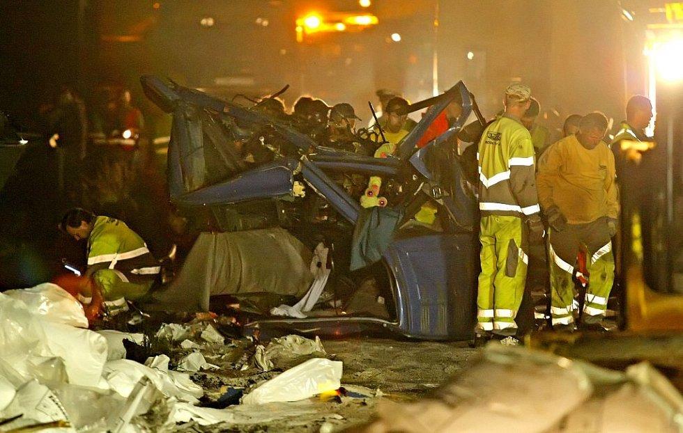 Zbytky kabiny jednoho z kamionu po hromadné havárii na dálnici D1 na Vysočině.