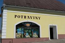 Potraviny v Černovicích, kde došlo k napadení prodavačky.