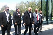 Prezident Miloš Zeman dorazil do Pelhřimova. Jeho kroky směřovaly nejdříve do Agrostroje.
