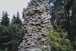 0. Zřícenina hradu Janštejn. Vznikl kolem roku 1315. Během husitských válek byl pravděpodobně pobořen a následně zpustl