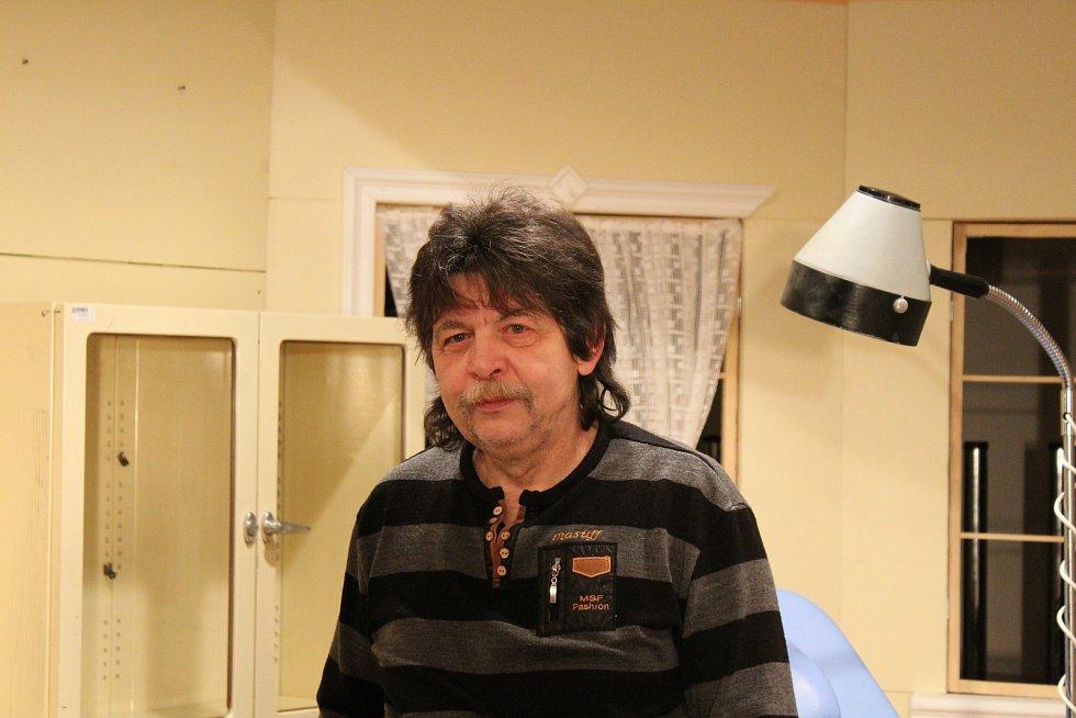 Herec a režisér rynáreckého divadla Miroslav Kumžák.