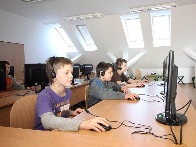 Děti mají nové počítače.